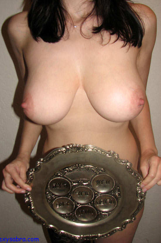 Natural jewish boob babe!!!